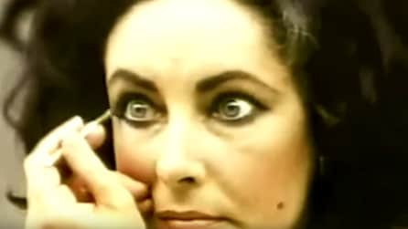 Elizabeth Taylor alle prese col trucco: è suo il primo video-tutorial della storia