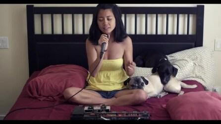 Talento e voce meravigliosa: una ragazza crea da sola una canzone spettacolare