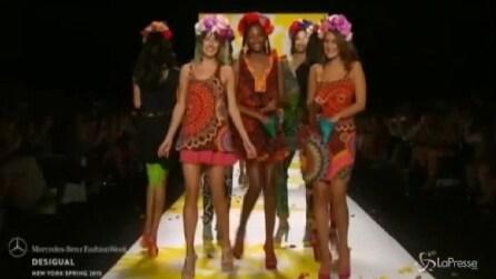 Alla settimana di moda di New York, Adriana Lima sfila per Desigual