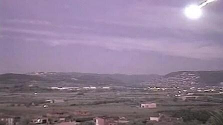 Spagna, palla di fuoco attraversa i cieli: è una meteora