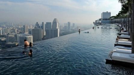 Singapore, la piscina da vertigini in cima al grattacielo