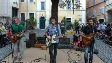 """Roma, Gazzè, Fabi e Silvestri cantano il nuovo singolo """"Life is sweet"""" in Piazza della Quercia"""