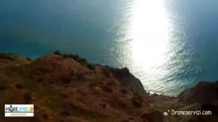 """Punta Bianca, le esercitazioni militari trasformano la costa in """"groviera"""""""