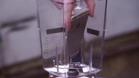 IPhone 6 nel frullatore: ecco cosa succede