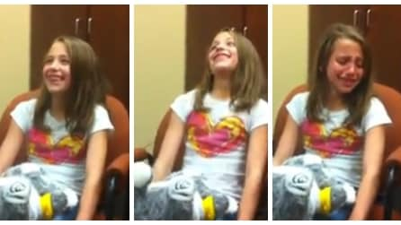 La commovente reazione di una ragazzina che sente per la prima volta la sua voce