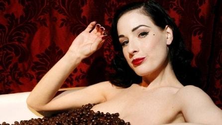 Mamme super sexy con la nuova biancheria di Dita von Teese