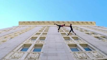 """Valzer sull'edificio, la spettacolare """"danza verticale"""" a Oakland"""