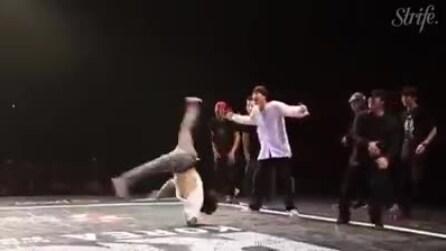 Conquista pista e platea con la sua esibizione di breakdance