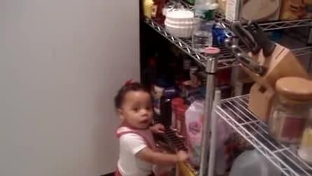 Ha 11 mesi ed è già così monella: proprio non vuole ascoltare la mamma!