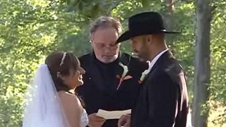 Sposa paralizzata cammina al suo matrimonio, ecco come ha sorpreso gli invitati