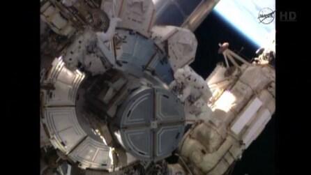 Passeggiata spaziale sulla Iss per rimuovere una pompa in avaria