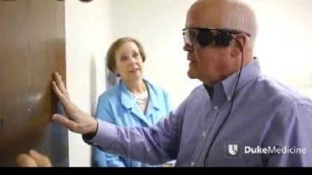 Torna a vedere dopo 33 anni grazie all'occhio bionico
