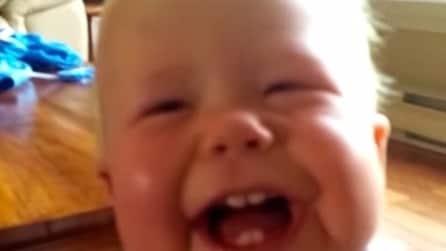 La tosse del papà è la cosa più divertente che abbia mai sentito