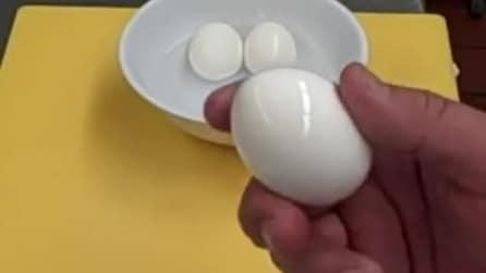 Il modo più veloce per togliere il guscio alle uova sode