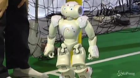 Tutti pazzi per il robot che balla come Michael Jackson