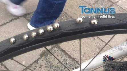 La ruota della bici a prova di buca, anche su chiodi e persino vetro in frantumi