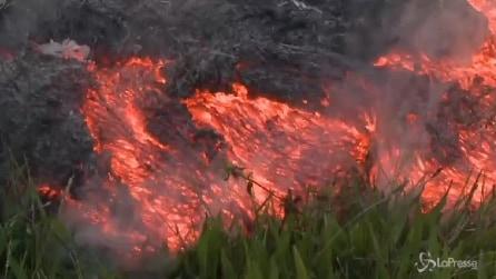 Hawaii, la colata di lava dal vulcano Kilauea: in pericolo la città di Puna