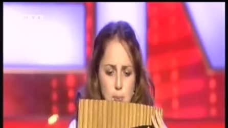 Suona il flauto di Pan e incanta giudici e pubblico del talent show