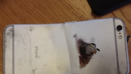 iPhone 6 si piega e prende fuoco in tasca, ustione di secondo grado per il proprietario