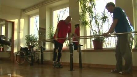 I passi di Darek Fidyka, l'uomo paralizzato che cammina grazie al trapianto di cellule staminali