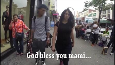 Cammina da sola per 10 ore e riceve 100 molestie, l'esperimento di una donna a New York