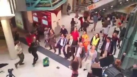 Milano, il sorprendente Flash mob alla stazione ferroviaria Garibaldi