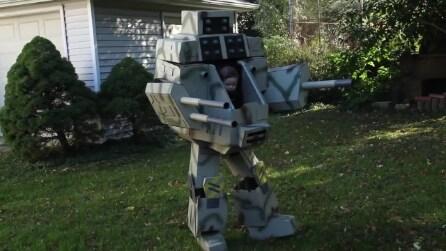 Un originale vestito di Halloween per padre e figlio: ecco il robot di Ryan