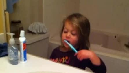 Come lavarsi i denti: la lezione social del papà alla figlia