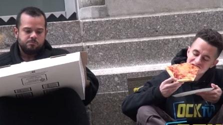 Quello che i newyorkesi dicono ad un ragazzo senza soldi che chiede cibo