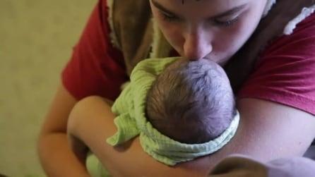 Dalle doglie al parto in acqua: la nascita in casa della piccola Magnolia