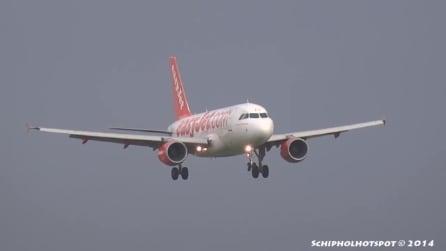 Amsterdam, paura sull'aereo easyjet: non riesce ad atterrare e riprende subito quota