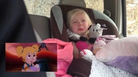 Bimba di 2 anni si emoziona guardando il cartone animato