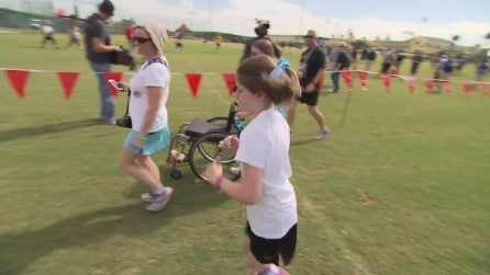 La sorprendente corsa di Sarah Kate affetta da paralisi celebrale