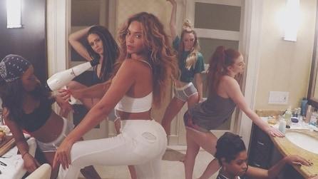 """Il selfie-style al risveglio di Beyoncé: la nuova """"sfida"""" nell'ultimo video"""