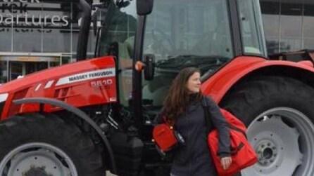 Tractor Girl, la donna che compie il giro del mondo con un trattore