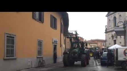 giornata del ringrazimento di Osio sopra del 30 11 2014 sfilata trattori 3° video