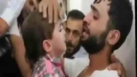 Crede che la figlia sia morta, quando la rivede piange di gioia