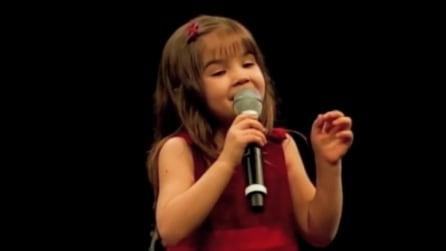 La soave voce di questa bambina vi lascerà a bocca aperta