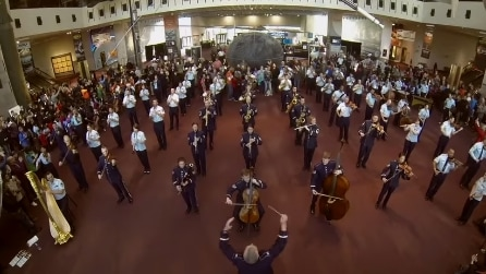 Usa, lo spettacolare Flash Mob dell'Air Force Band