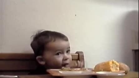 Ha troppa fame per finire la preghiera prima di mangiare