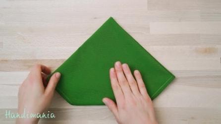 Come ricavare da un tovagliolo verde un albero di Natale