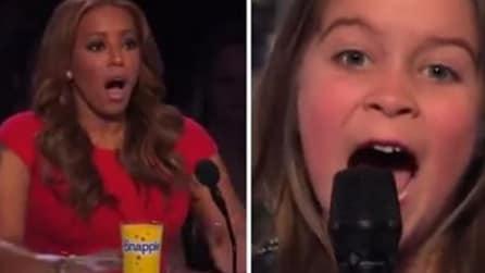 La bambina di 6 anni alle audizioni: appena inizia a cantare sconvolge i giudici
