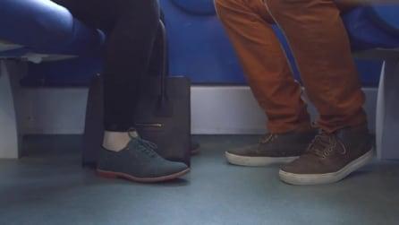 Si incontrano ogni giorno sul treno e vivono il loro amore in silenzio