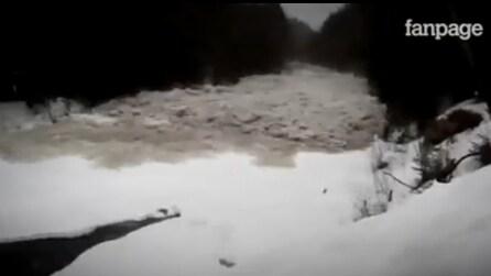 Lo spettacolare scioglimento di un fiume ghiacciato