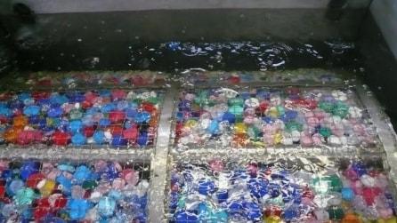 Depurare l'acqua con i tappi delle bottiglie