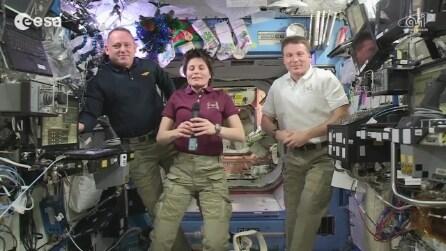 Samantha Cristoforetti augura Buon Natale dalla stazione spaziale
