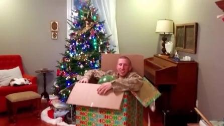 Il regalo di Natale più bello: il figlio riabbraccia la mamma dopo una lunga missione