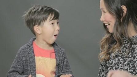Genitori parlano ai loro figli del sesso per la prima volta, ecco la loro reazione