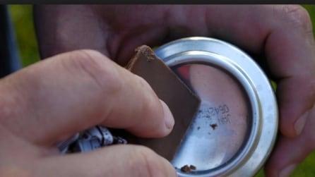 Accendere un fuoco con cioccolata e una lattina