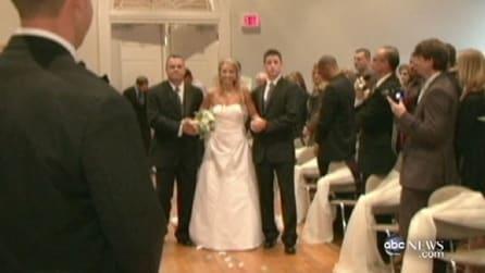 Sposa paralizzata cammina al suo matrimonio e commuove tutti